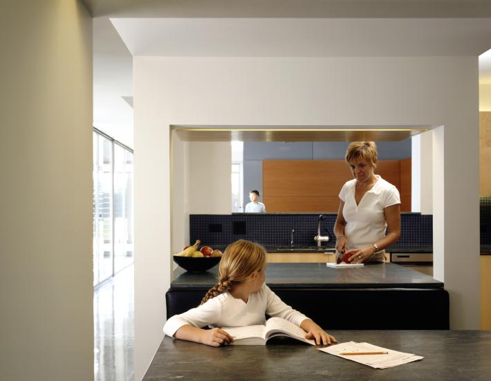 Carus Residence: Kitchen