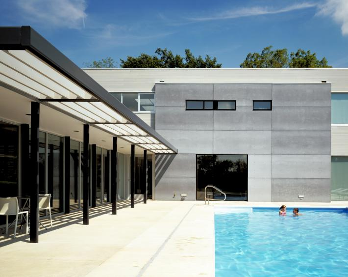 Carus Residence: Pool