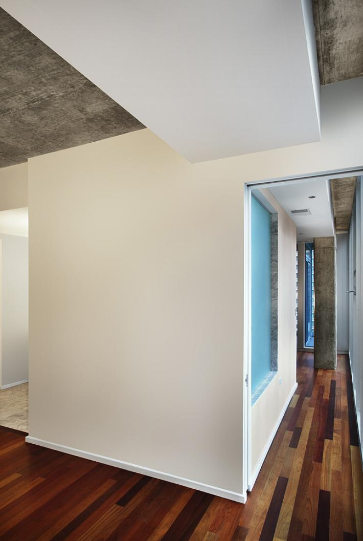 550 St. Clair: Hallway with Privacy Glass