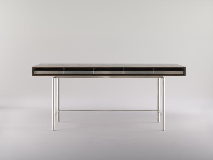 Furniture: Table